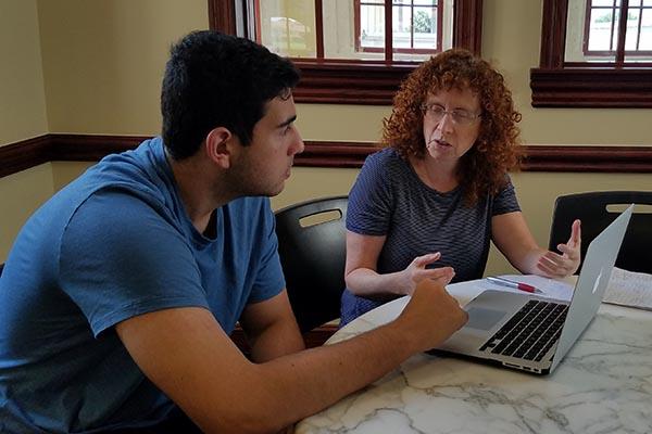 bonnie advising a STEM student